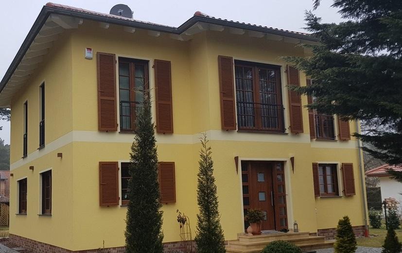 Fensterladen aus Kunststoff in Golden Oak