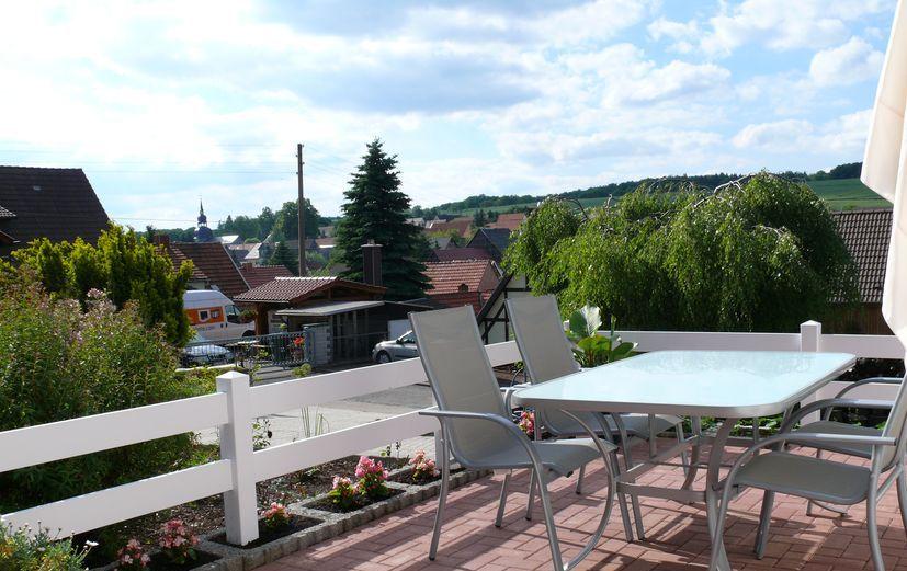 Koppelzaun pvc kunststoff weiss terrasse einfamilienhaus.jpg