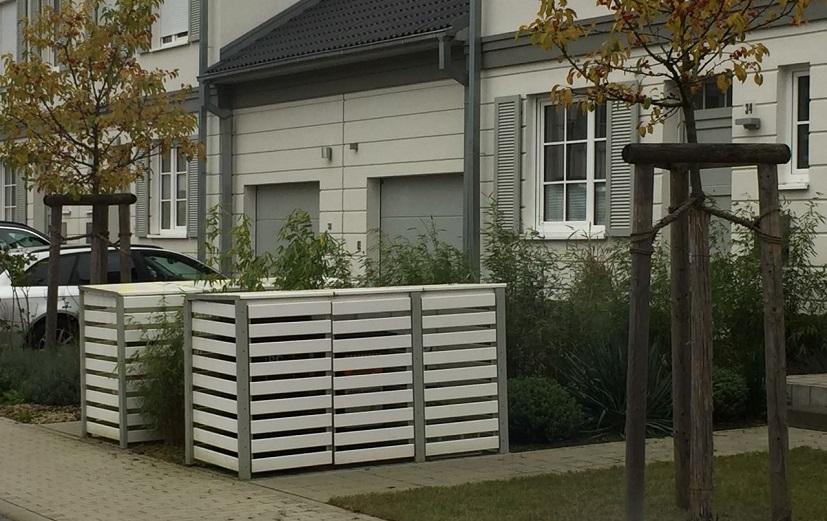 Tonnenbox aus Kunststoff in weiß-silbergrau