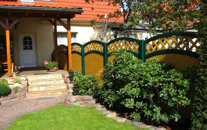 Sichtschutz aus PVC-Kunststoff in Fichte Grün für den Garten