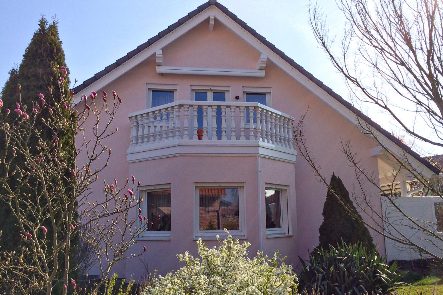 Balustrade aus PVC-Kunststoff in weiß für den Balkon