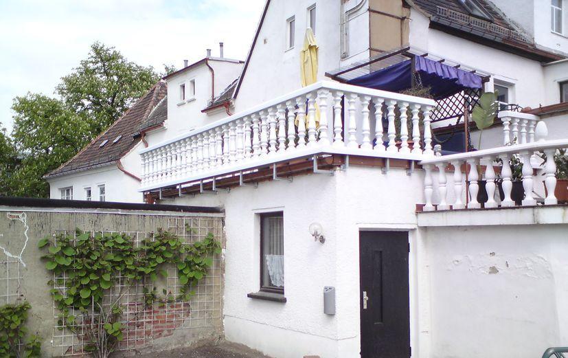 Balustrade aus PVC-Kunststoff in weiß als Terrasse